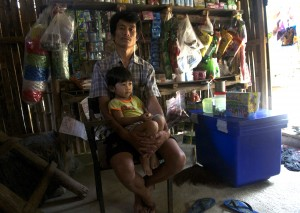 Saw Wah, a refugee at Ma La, with his daughter. (PHOTO: Dene-Hern Chen)