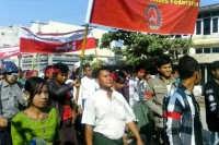 Some 600 workers marched in Mandalay on 23 November 2014 to protest the Labour Dispute Law. (PHOTO: DVB)