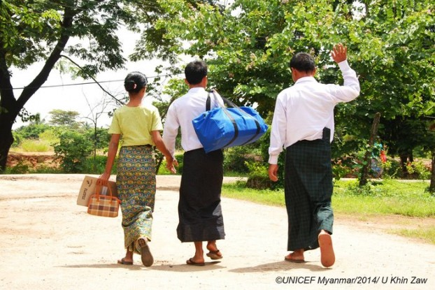 A boy is accompanied by his mother and father after being released from the Burmese army on 25 September 2014. (PHOTO: UNICEF)