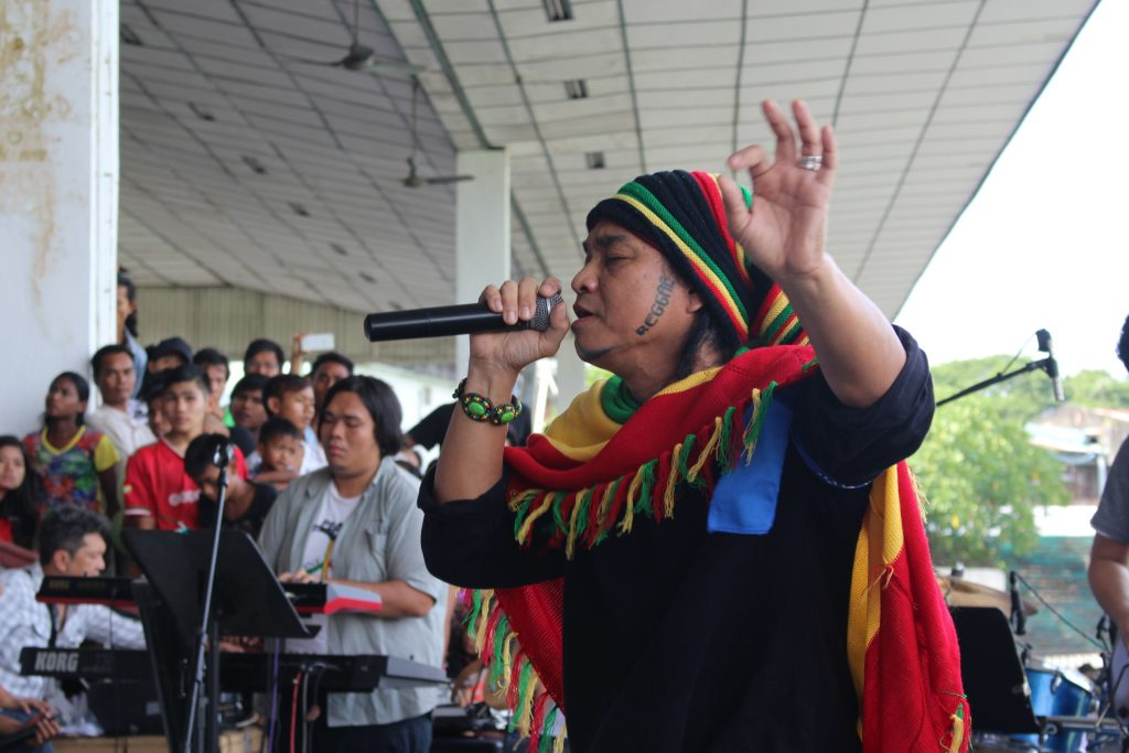 Reggae Singer Saw Phoe Kwar singing at the opening concert. (Photo: Libby hogan / DVB)